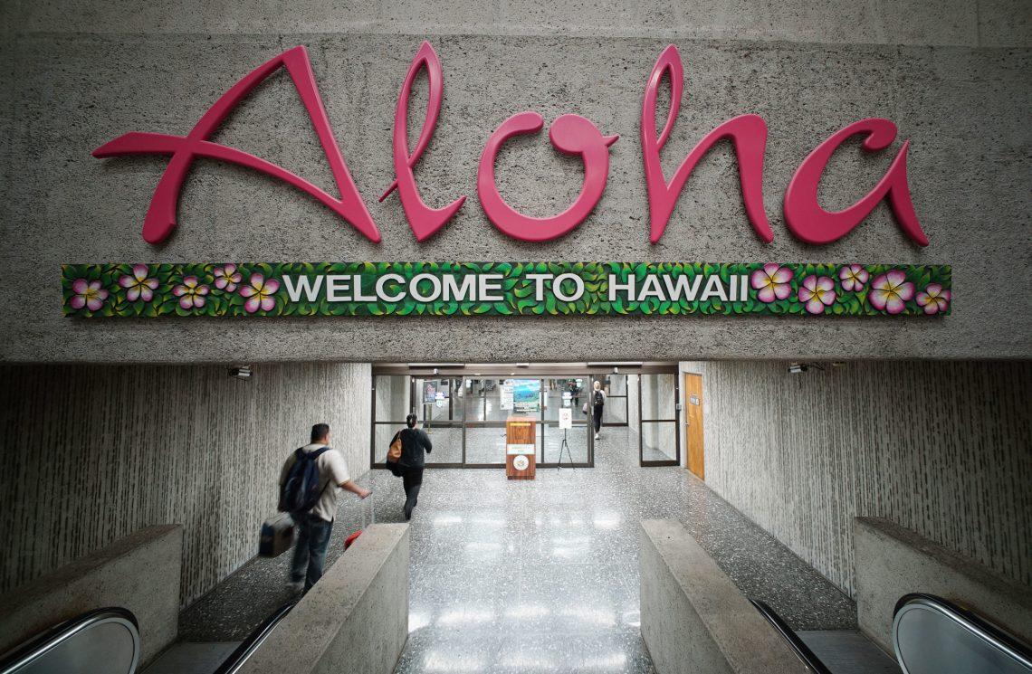 Pengunjung sing teka ing Kepulauan Hawaii mudhun mudhun 99.5 persen ing wulan April
