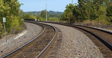Personenzug mit 105 an Bord kollidiert mit Auto, entgleist in Bulgarien