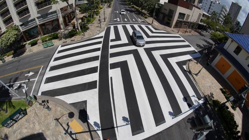 هونولولو علامت های تقاطع تقاطع تقاطع عابر پیاده جدید را در Waikīkī نصب می کند
