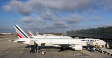 Ranska lupaa 300 miljoonaa euroa tukea maan lentokenttiä