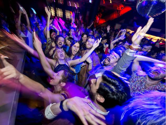 انجمن بین المللی زندگی شبانه: کمبود پیشنهاد زندگی شبانه مهمانی های غیرقانونی را افزایش می دهد
