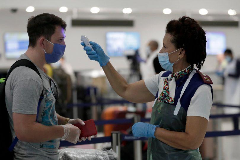 شرکت های هواپیمایی ایالات متحده برای مسافرینی که از طریق کنترل درجه حرارت فرودگاه از ورود آنها منع شده است ، بازپرداخت می کنند