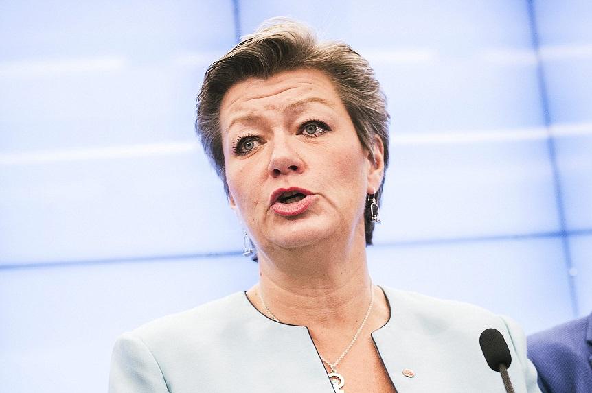 Comissário da UE: A Europa pode ser uma zona livre para viagens novamente em julho
