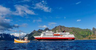Hurtigrutenが新しいドーバーとハンブルクの遠征クルーズを開始