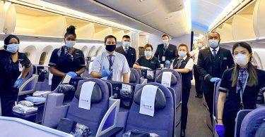 United Airlines dia mangataka amin'ny mpandeha rehetra mba hanombana tena