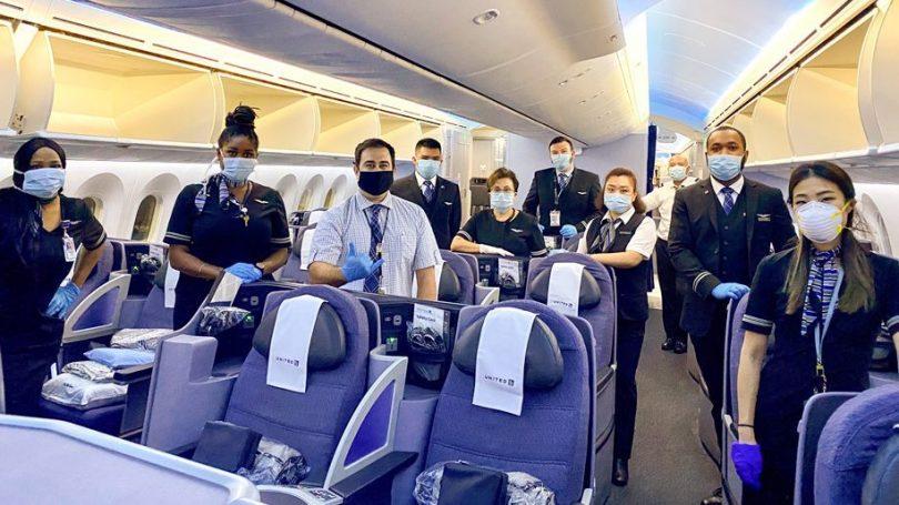 یونایتد ایرلاینز از همه مسافران می خواهد که خودارزیابی کنند