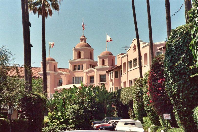 هتل های کالیفرنیا در روز جمعه بازگشایی ایالت از مسافران استقبال می کنند