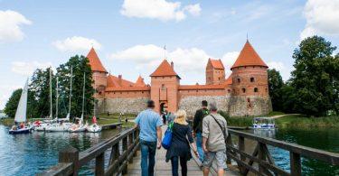 Η Λιθουανία καταργεί τον κανόνα αυτο-απομόνωσης για επισκέπτες από 24 χώρες