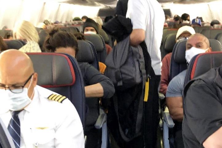 ظرفیت کامل خطوط هوایی آمریكا: عدم تمایز اجتماعی