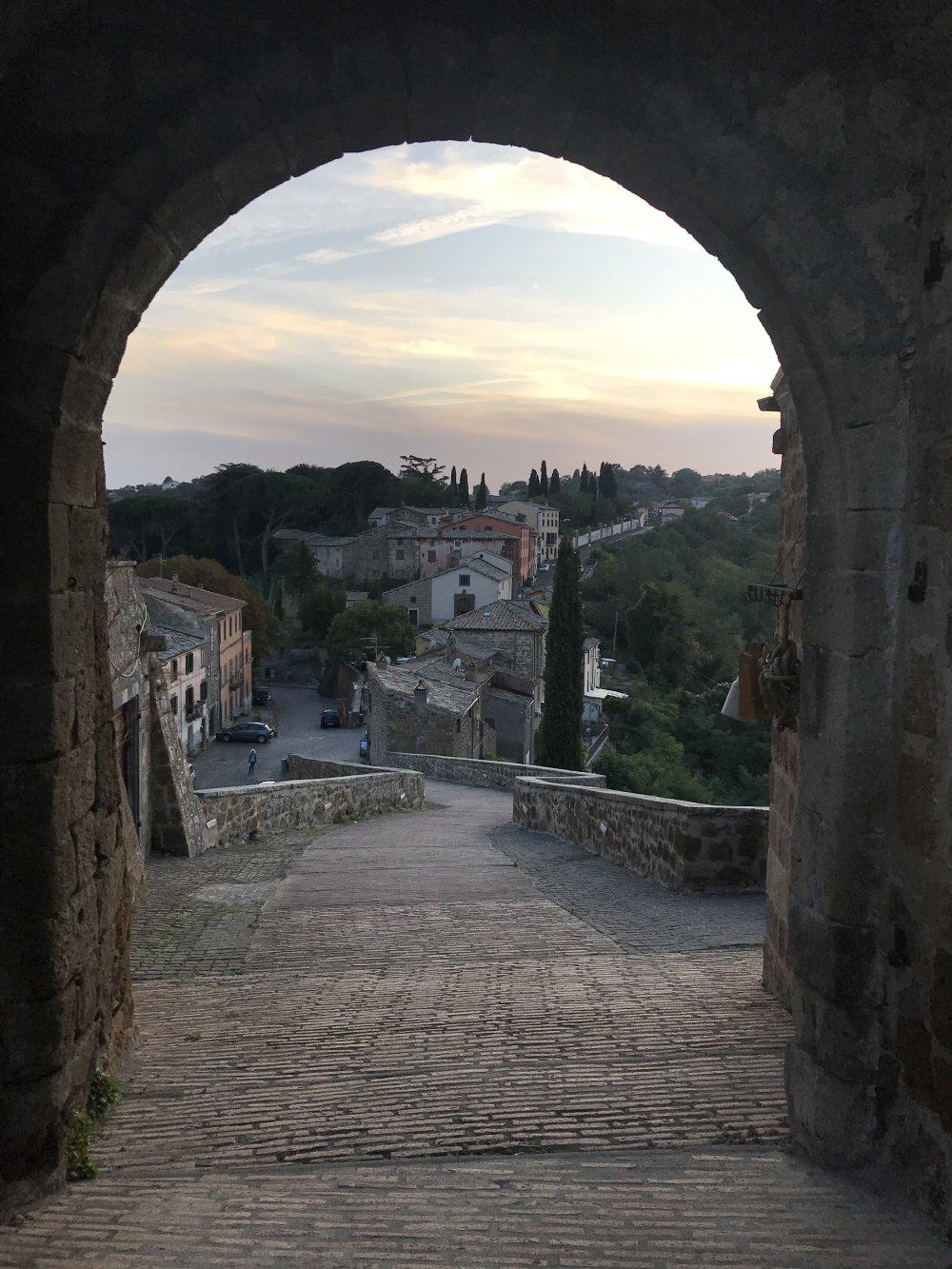Cidade fantasma italiana lança tours guiados on-line enquanto o país está se preparando para abrir fronteiras