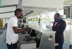 وزير السياحة الجامايكي يفحص الإجراءات الوقائية الجديدة في مطار نورمان مانلي الدولي