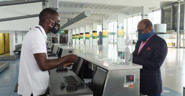 ジャマイカ観光大臣がノーマンマンリー国際空港で新しい保障措置を検討