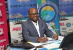Jamaika Tourismus Minister Briefs Press iwwer Reouverture matzen COVID-19