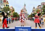 Disneyland Paräis an den Eiffeltuerm um ieweschte Stack nei op