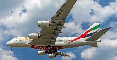 Emirates se A380 superjumbo-stralers keer terug na die lug