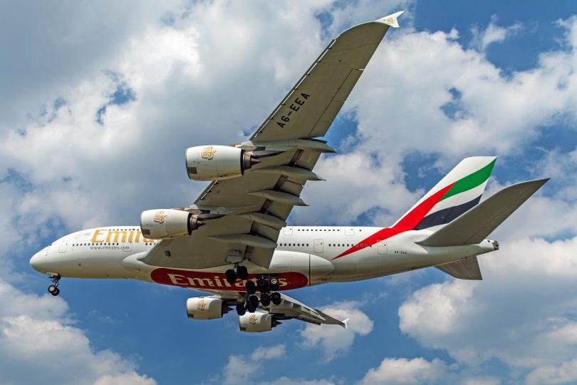 에미레이트 항공의 A380 슈퍼 점보 제트기가 하늘로 돌아옵니다.