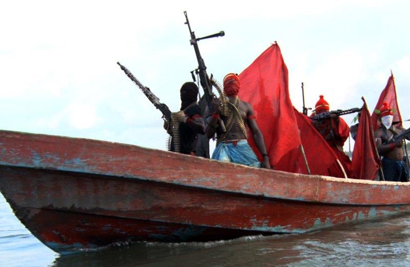 Pirater angriber tankskib i Guinea-bugten, kidnapper 13 sejlere