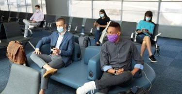 United Airlines extiende los requisitos de máscaras a los aeropuertos