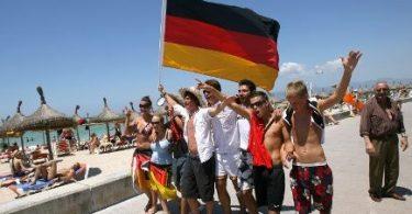 آلمانی ها با وجود بیماری همه گیر COVID-19 می خواهند به خارج از کشور سفر کنند