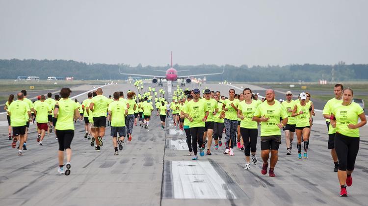 बुडापेस्ट एयरपोर्ट की चैरिटी रनवे की दौड़ आगे बढ़ने के लिए