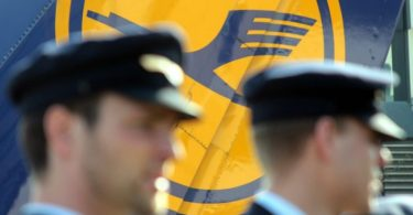 Lufthansa and Vereinigung Cockpit pilots' union agree on package of crisis measures