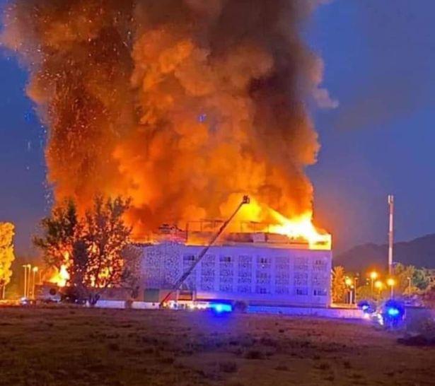Uma pessoa morta e dez feridas em um grande incêndio em um hotel na Espanha