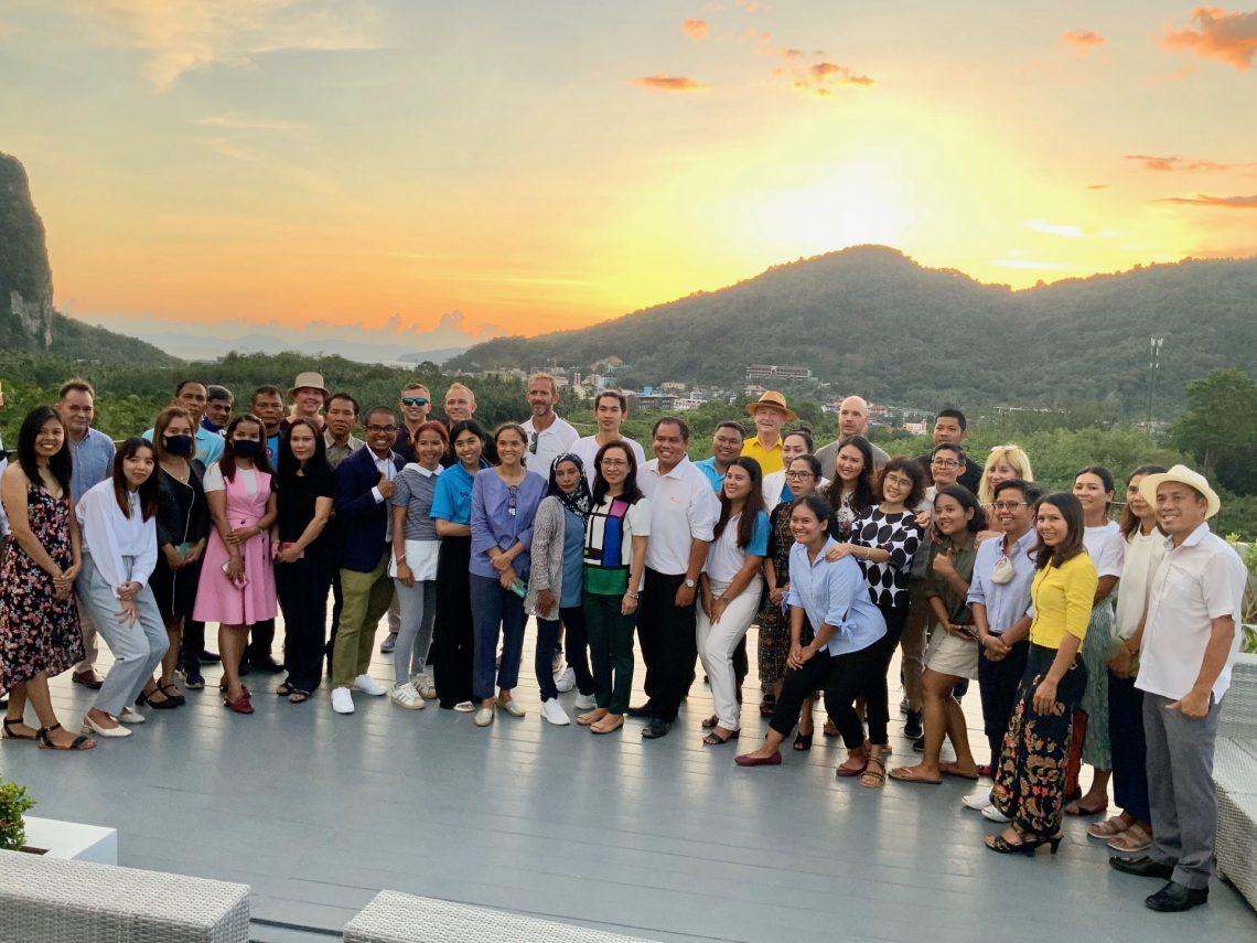 Autoridade de Turismo da Tailândia hospeda o primeiro encontro de carbono neutro em Krabi