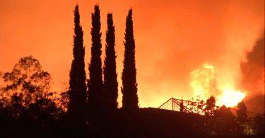 कैलिफ़ोर्निया की आग: बड़ी सूर से सांता क्रूज़ से नपा और सोनोमा काउंटियों तक पर्यटन स्थलों को प्रभावित करने वाले ब्लेज़