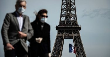 Wearing masks outdoors may become mandatory in Paris