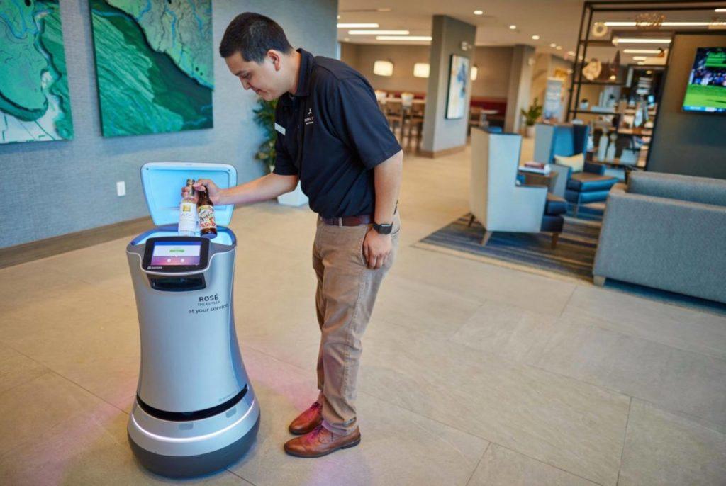 Kalifornijski hoteli Hilton i Marriott koriste robote kako bi smanjili interakciju između osoblja i gostiju
