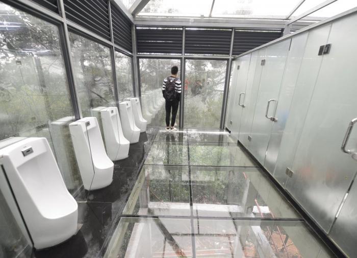 Tokyo entwodui twalèt piblik 'smartglass' transparan