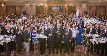 دولت هنگ کنگ اصرار داشت که به صنعت کمک کند تا طوفان COVID-19 را از بین ببرد