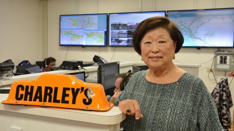 هرج و مرج حاکم بر هاوایی است: مدیرعامل چارلی تاکسی به اندازه کافی کافی داشت و صحبت می کرد