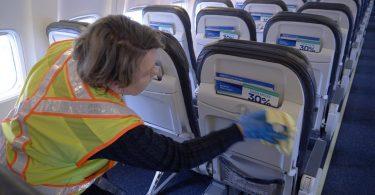 ユナイテッド航空は、キャビンの清掃対策に抗菌スプレーを追加します