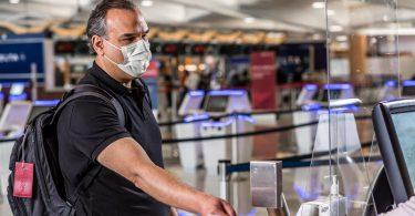 Harvard: Masky nosené během cestování nabízejí významnou ochranu před COVID-19