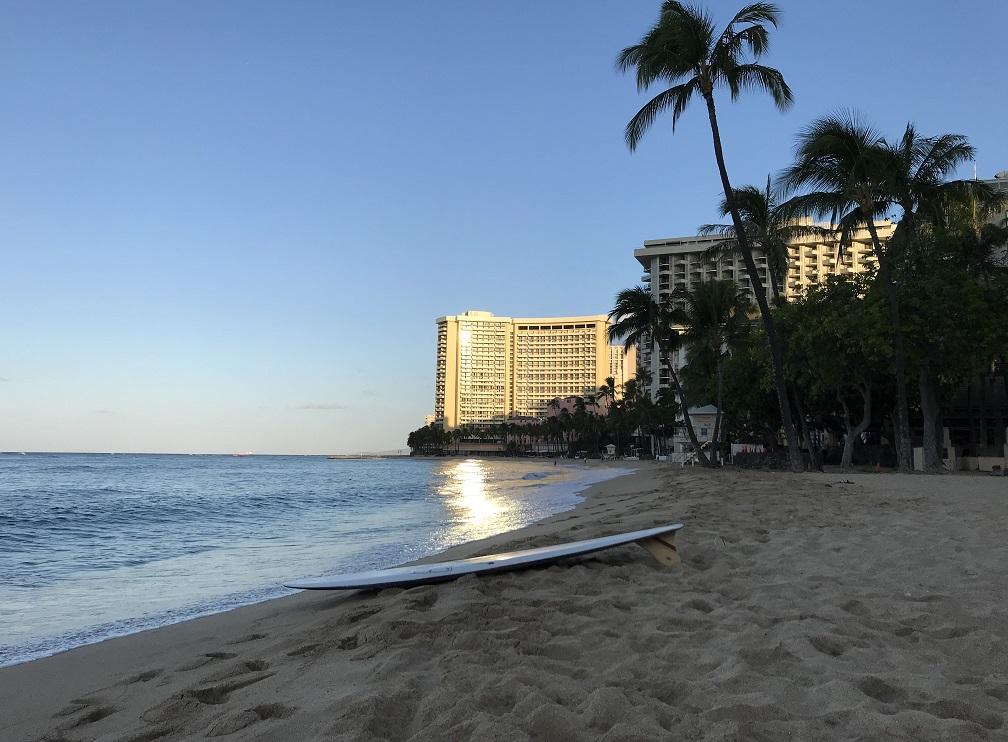 Hotel Hawaii ngalaporkeun pangasilan sareng perumahan anu langkung handap