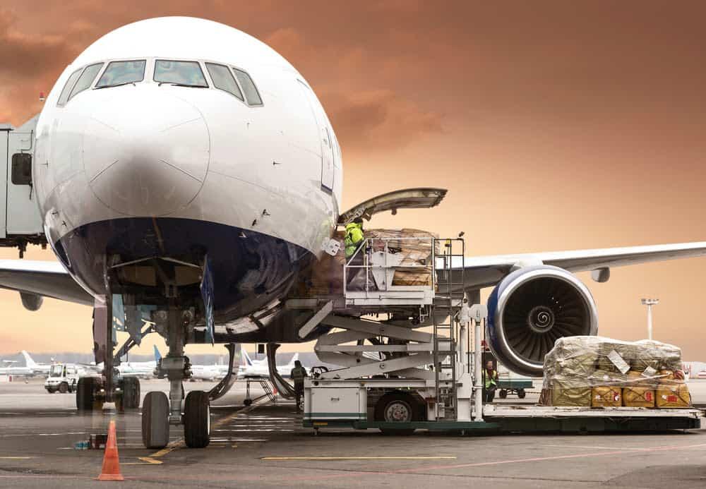 IATA: Riittämätön kapasiteetti vaimentaa lentorahtia elokuussa