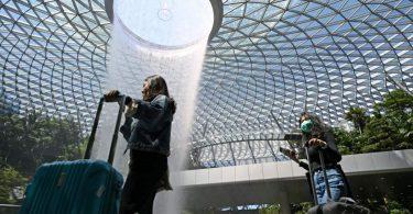 سنغافورة تخفف القيود على الحدود ، وتسمح للزوار من نيوزيلندا وبروناي بالدخول