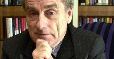 世界的に有名なジャーナリスト、ハロルド・エヴァンズ卿への別れ