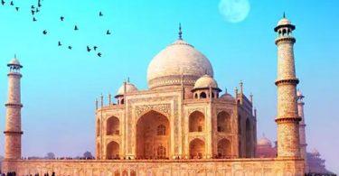 象徴的なインドのタージマハルが再開する