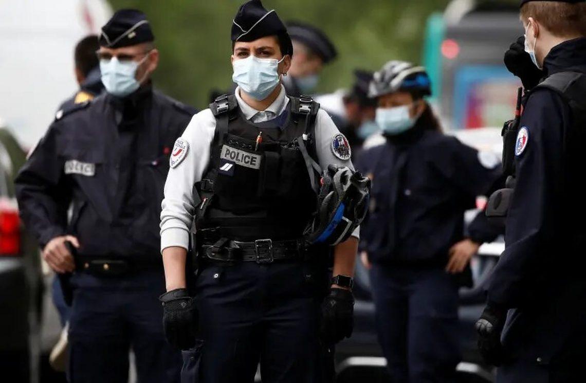 Prancis memperpanjang jam malam COVID-19 setelah kasus baru melonjak