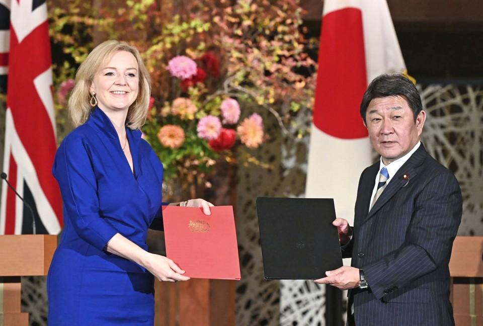 ब्रिटेन और जापान ने ब्रेक्सिट मुक्त व्यापार समझौते पर हस्ताक्षर किए