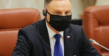 نتائج اختبارات رئيس بولندا إيجابية لـ COVID-19