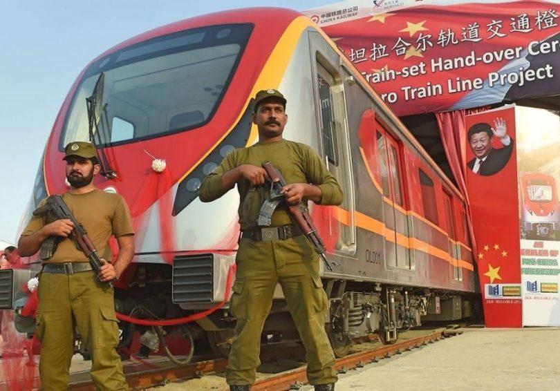 Pákistán uvádí na trh vůbec první linku metra postavenou v Číně