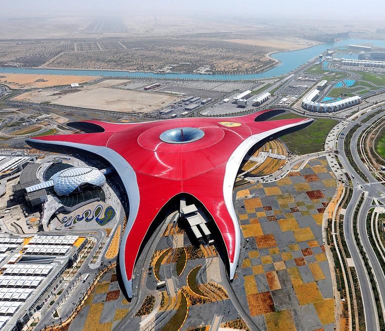 Ferrari World Abu Dhabi: ua hoʻomaka ka helu ʻana i ka 10 makahiki