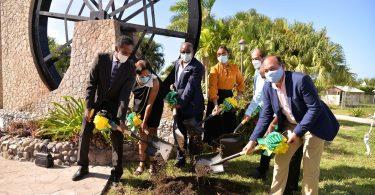 Jamaikas Tourismusminister Bartlett macht den Grundstein für ein kultiges Einkaufserlebnis