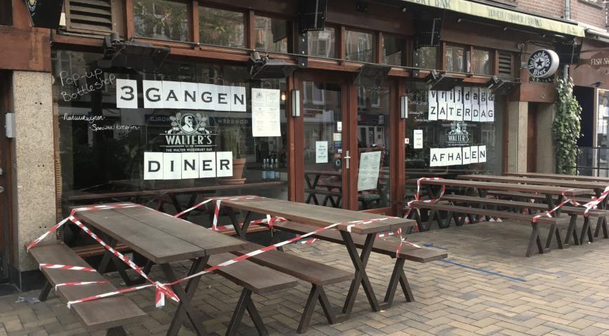 Alankomaat sulkee baareja ja ravintoloita, tekee naamioista pakollisen, kun COVID-19-tapaukset nousevat