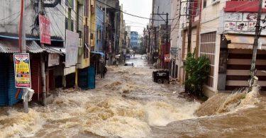 """""""Nejhorší deště za 100 let"""" zabijí 15, stovky vytěsní v indickém Hyderabadu"""