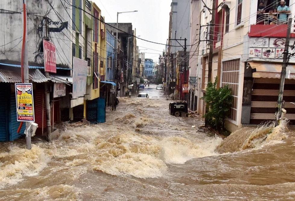 'Piores chuvas em 100 anos' matam 15, deslocam centenas em Hyderabad, na Índia
