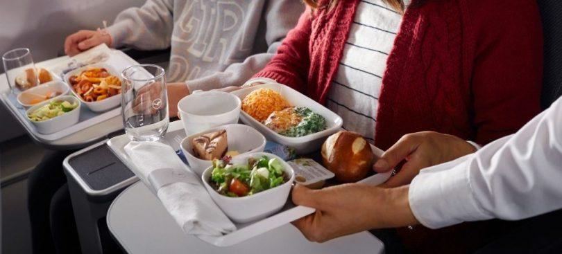 Lufthansa, SWISS y Austrian Airlines ofrecerán alimentos y bebidas en Economy Class en 2021
